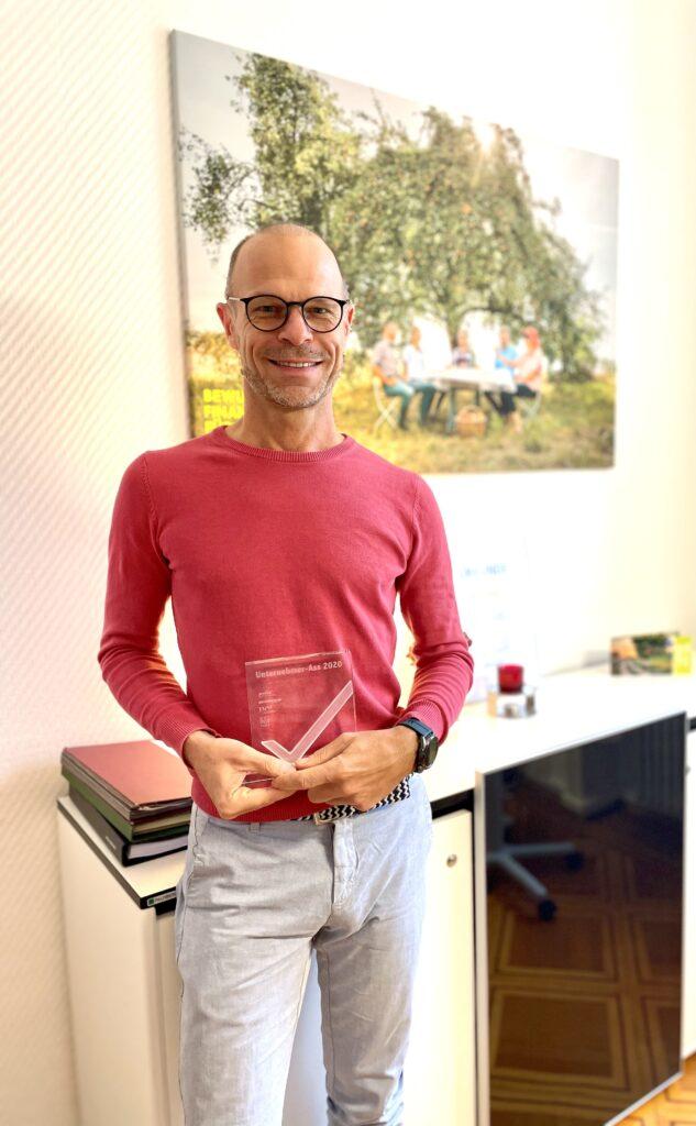 Unternehmer-Ass-Award 2020: MehrWert GmbH gewinnt in der Kategorie Maklerunternehmen